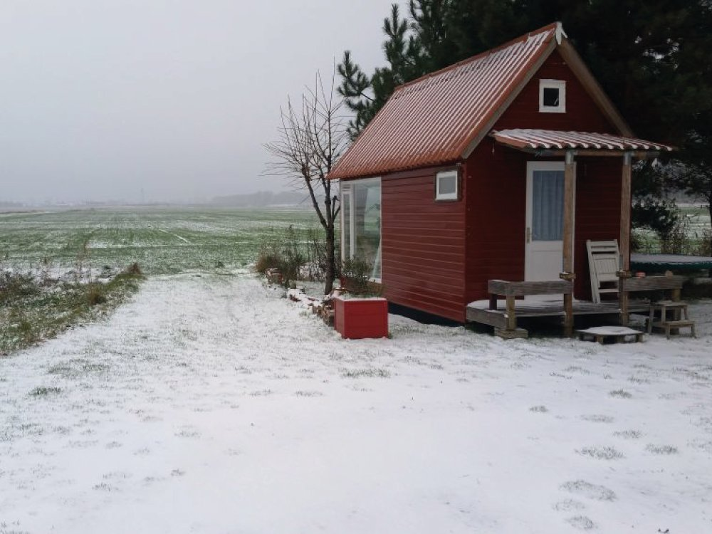 Knusse tiny house in de winter